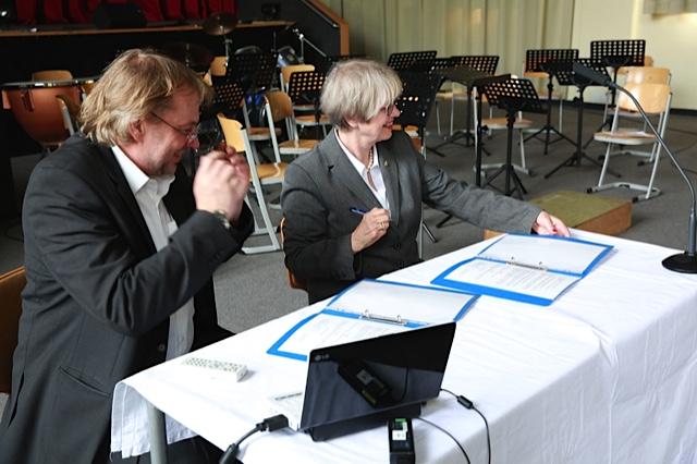 Der Vertrag, Frau Fliegel und Herr Verch