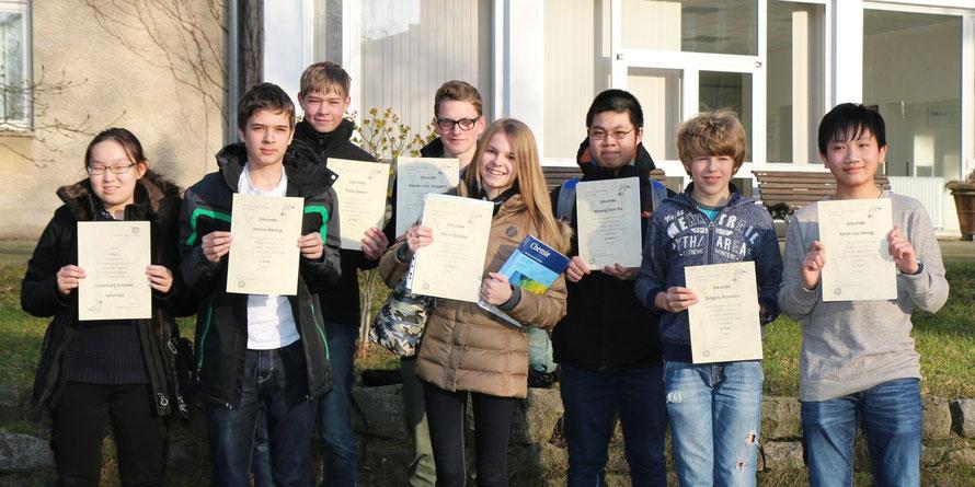 http://www.steingymnasium.de/wp-content/uploads/2016/03/GruppeNaWiErfolg2016Maerz.jpg