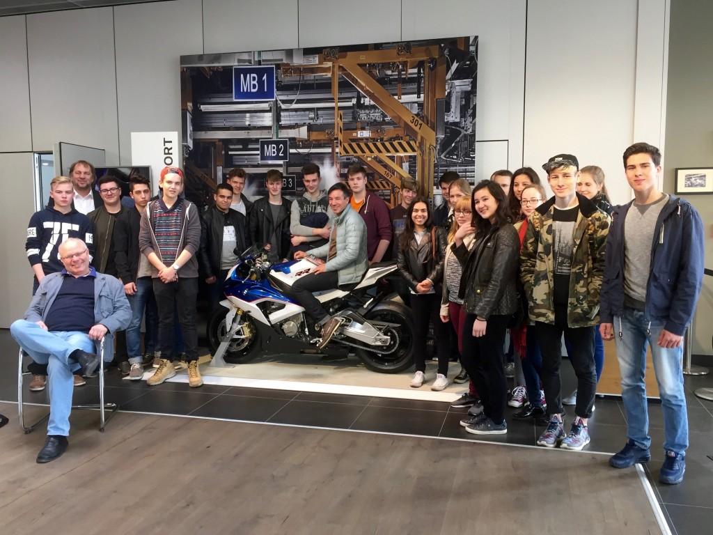 Der Grundkurs Wirtschaft zu Gast im BMW-Motorradwerk Berlin-Spandau
