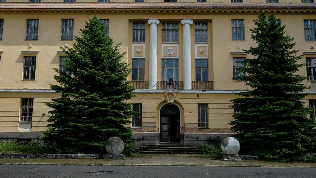 Repräsentativer Eingangsbereich des aus der Kaiserzeit stammenden Hauses der Offiziere
