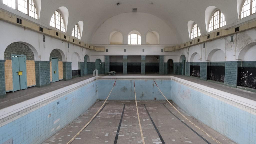 Auch das Schwimmbad stammt aus nationalsozialistischer Zeit.