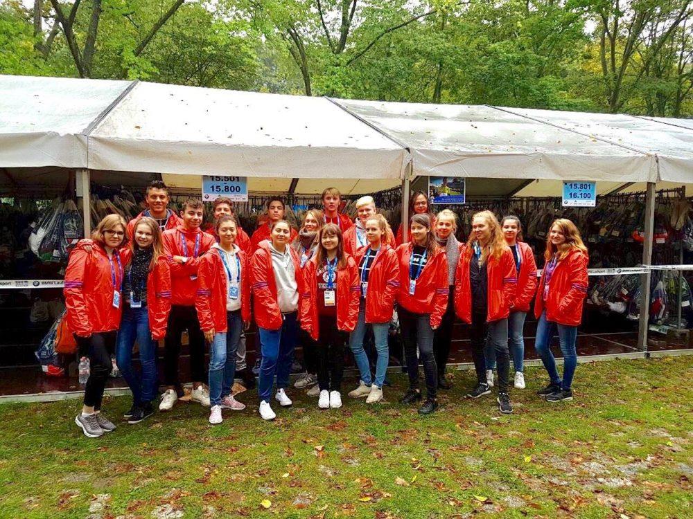 http://www.steingymnasium.de/wp-content/uploads/2017/09/Berlin-Marathon-Gruppenfoto-e1506439783311.jpg