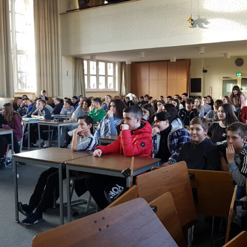Präsentation in der Aula Dezember Sj19-20